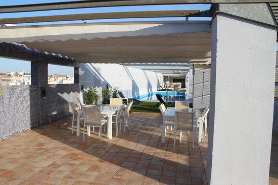 NH Sevilla Plaza de Armas: Área da piscina do hotel