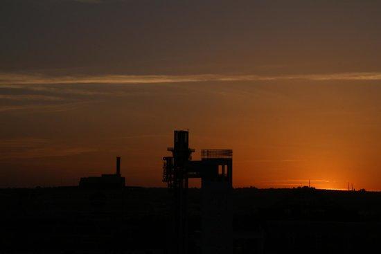 NH Sevilla Plaza de Armas: Por do Sol visto da cobertura do hotel