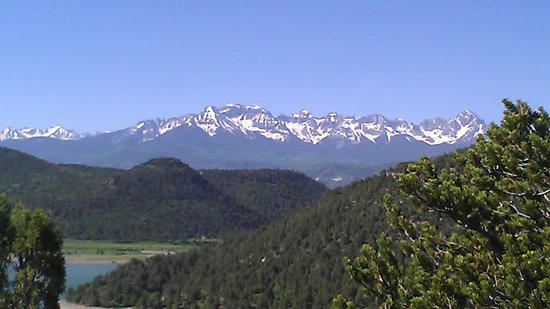 Ridgway State Park: view of mountain range from trail in elk ridge campground