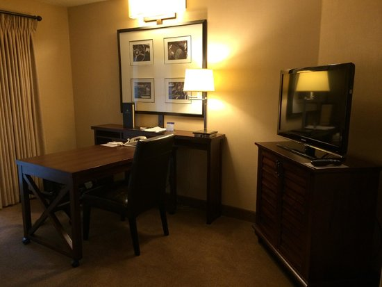 Embassy Suites by Hilton Indianapolis - North: Office / Living room attached to the bedroom