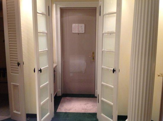 Bayerischer Hof Hotel: Blick zur Diele hin