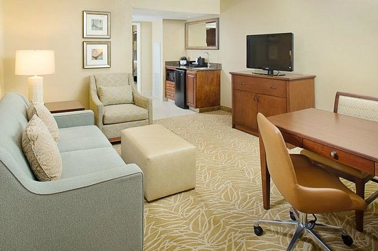 Embassy Suites by Hilton Destin - Miramar Beach : Parlor with Sleeper Sofa, Desk, Microwave and Refigerator