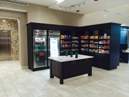Holiday Inn Austin Airport: Lobby store