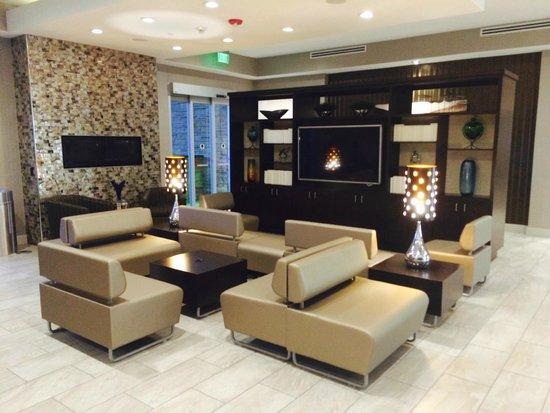 Holiday Inn Austin Airport: Lobby