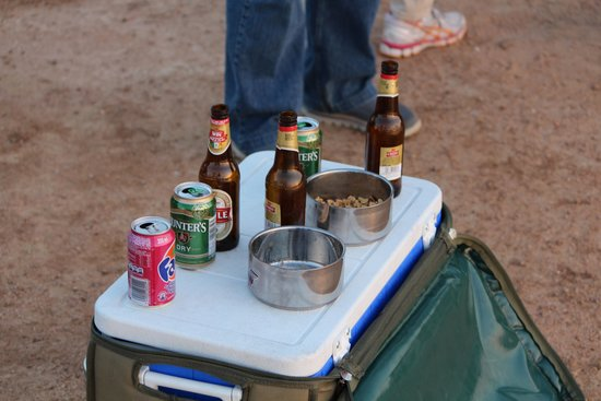 Tshukudu Game Lodge: Sundowners, biltong and nuts to end a great game drive!