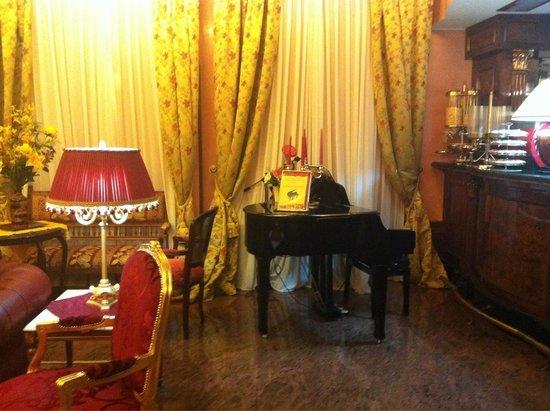 Hotel Vittoria: Bar area