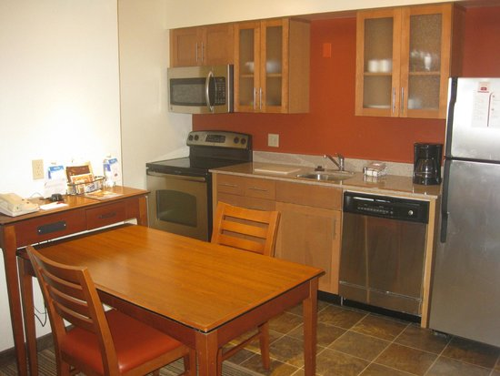 Residence Inn Los Angeles LAX/Manhattan Beach: Studio kitchen view