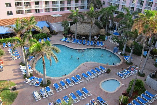 Palm Beach Shores Resort and Vacation Villas: View of the pool from our balcony at 6th floor