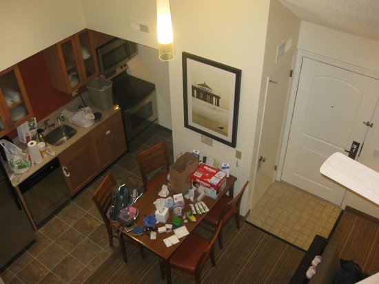 Residence Inn Los Angeles LAX/Manhattan Beach: View of kitchen from upstairs bedroom
