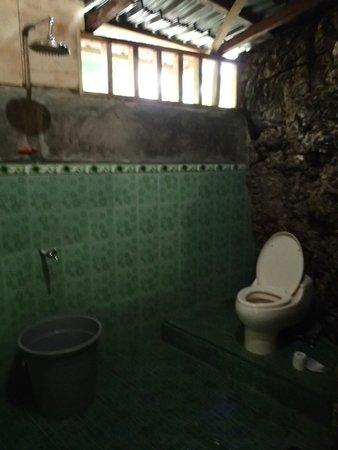 Gentil Expedition Jungle: Bathroom At Jungle Lodge Tangkahan