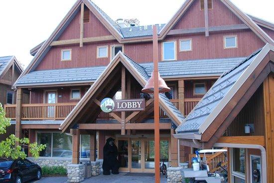 Hidden Ridge Resort: Front lobby