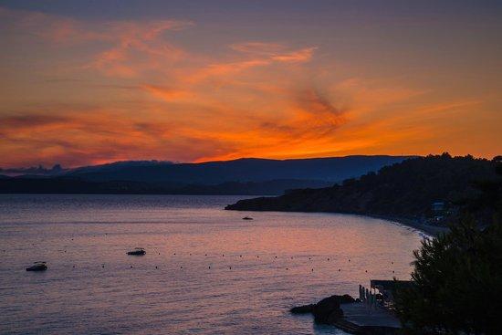 White Rocks Hotel & Bungalows: Sunset