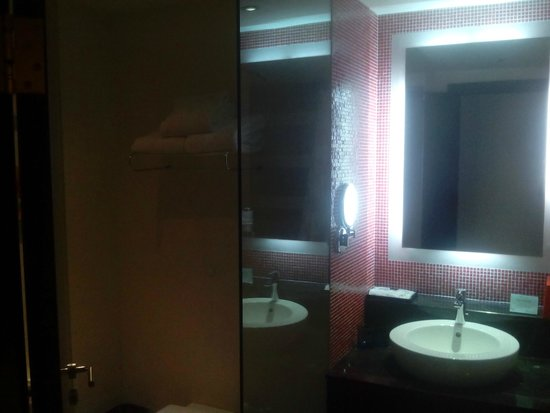 Resorts World Sentosa - Festive Hotel: the basic is there, with toothbrush and paste