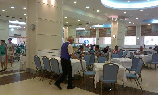 Esperides Beach Family Resort: Der große Speisesaal