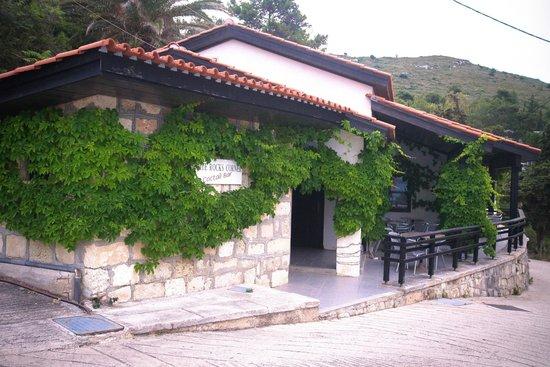 White Rocks Hotel & Bungalows: Corner Bar