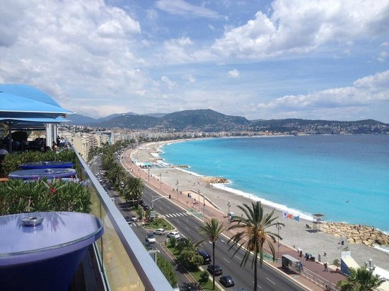 Radisson Blu Hotel, Nice: Wonderful views from the rooftop pool