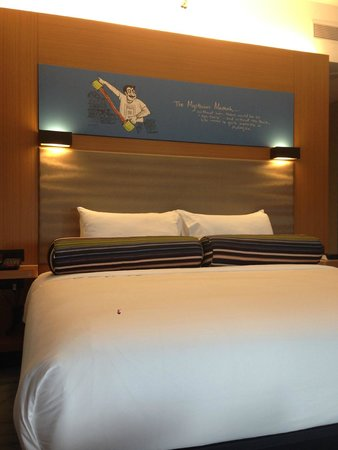 Aloft Kuala Lumpur Sentral : Cool head board - a simmons bed? very comfy