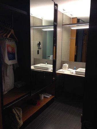Aloft Kuala Lumpur Sentral : Bathroom