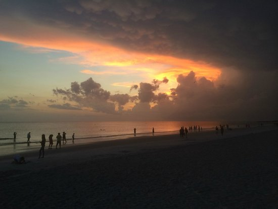 Guy Harvey Outpost, a TradeWinds Beach Resort: Stunning Sunsets on the Beach