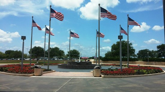 George Bush Presidential Library and Museum : Front entrance to the museum