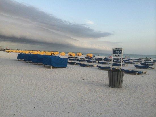 Guy Harvey Outpost, a TradeWinds Beach Resort: Ample cabanas