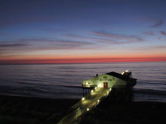 Hilton Garden Inn Outer Banks/Kitty Hawk: Kitty Hawk Pier/Sunrise from the room