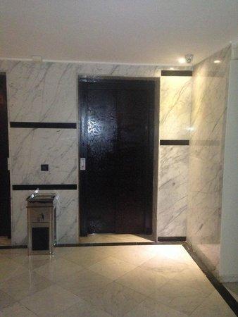 Hotel Almas : ascenseurs