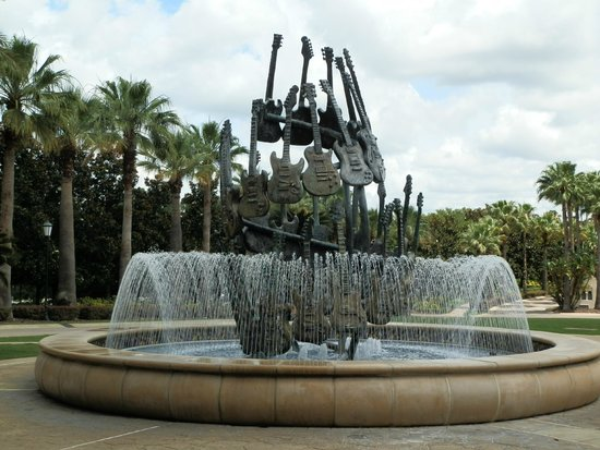 Hard Rock Hotel at Universal Orlando: Awesome guitar fountain
