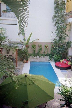 Villa Mercedes Petit Hotel : The pool area