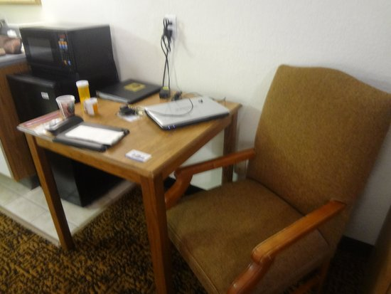 "Comfort Inn : one old ""desk"" chair"