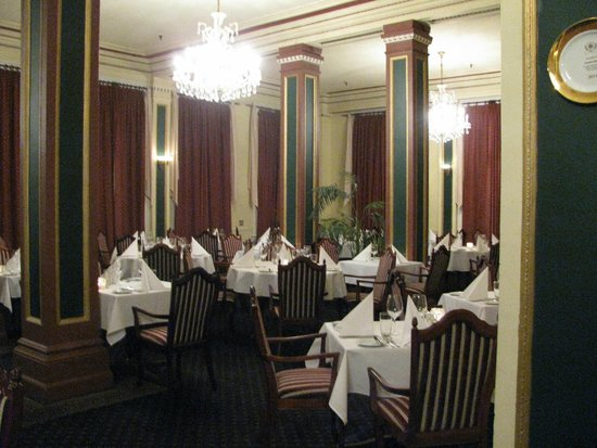Chateau Tongariro Hotel : Fine dining and wonderful meals.