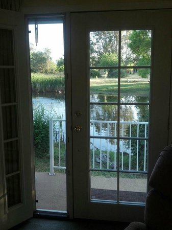 Lavender Dreams Bed and Breakfast Cottage: Front door view is perfection
