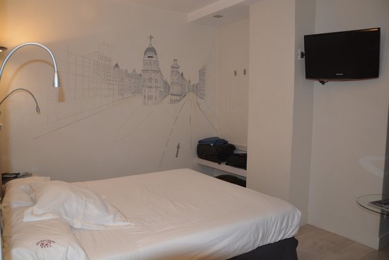 Hotel Santo Domingo Madrid : Quarto no 4º andar 441