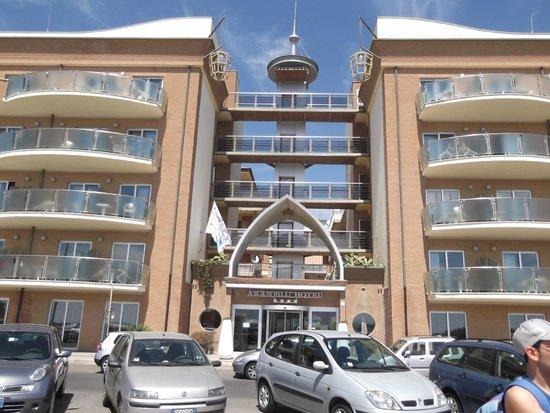 Barcelo Aran Blu: fachada frente hotel