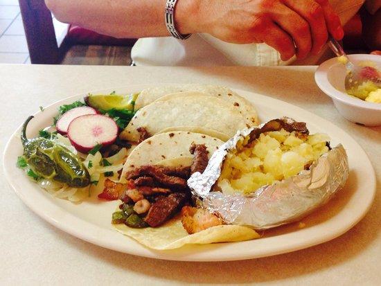 El Chaparral: Steak tacos