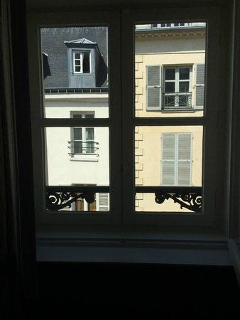 La Villa Saint-Germain: our view from the window (facing the street side and still very quiet)