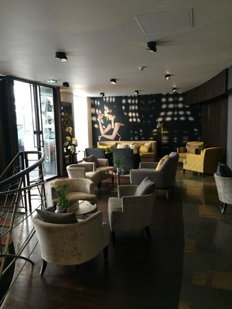 La Villa Saint-Germain: The bar/sitting area