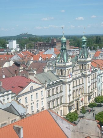 Zelena Brana: view to the northest - Pernstyn Square & Castle Kuneticka hora (small mountain in upper left cor