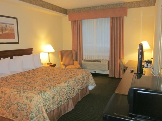 Country Inn & Suites By Carlson, London South, ON: roomy and comfortable