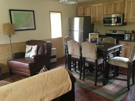 McKinley Creekside Cabins: living room/dining combo