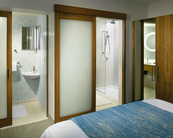 SpringHill Suites Canton : Bathroom
