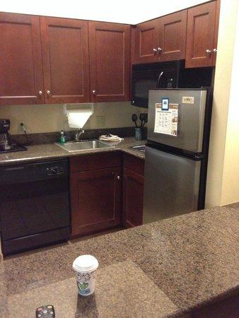 Staybridge Suites Buffalo-Airport: kitchenette