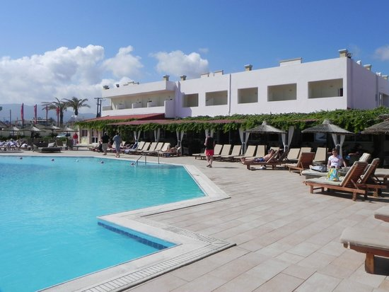 Golden Star Hotel : abords de la piscine