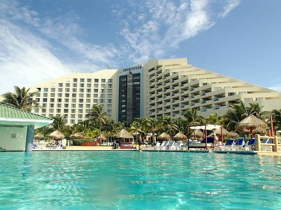 Iberostar Cancun: View from the main pool