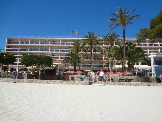 Sol Beach House Mallorca: View of hotel from the beach