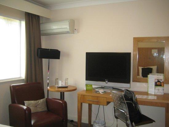 Skeffington Arms Hotel : rest of room