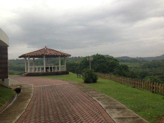 Radisson Summit Hotel And Golf: Vista alrededores
