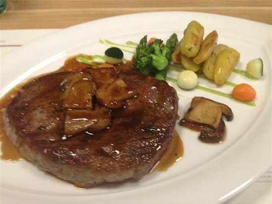Fausto's Osteria: rib eye steak