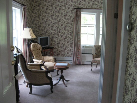 Hillsdale House Inn: A place to read, to watch T.V., to use laptop