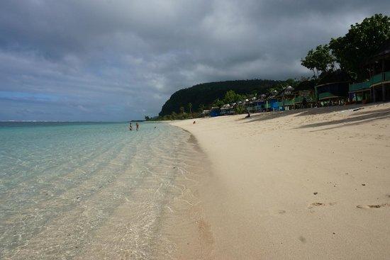 Taufua Beach Fales: Beach